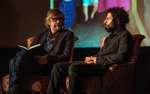 Innan konserten startade samtalde Dag Jonzon och José Gonzalez om globalt tänk, miljö och mänsklighet. I bakgrunden visades bilder från Dag Jonzons prisbelönta utställning Hard Rain Project.