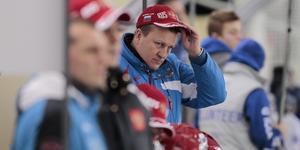 Den ryska förbundskaptenen Michail Juriev var inte på något gott humör efter lördagens match. Han vägrade att svara på frågor på svenska eller engelska efter matchen – trots att han kan prata svenska.