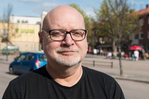 """""""Vi kommer ju inte gå åt fel håll utan ligga kvar på samma nivå. Vi hade hoppas på att kunna jobba mot målet på 15 respektive 12 barn. Vi ligger i överkant på det idag"""", säger Sune Andersson (S), utbildnings- och fritidsnämdens ordförande."""