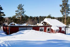 Hela taket till den äldre delen av byggnaden rasade ihop av snötyngden.