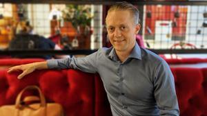 Kaj Johdet ansvarar för digital marknadsföring och evenemang på Hälla Shopping.