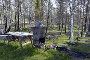 Ingen människa kom till skada vid branden på skjutfältet. Däremot brann jaktkojan vid Granåsen ner till grunden, ett bord med några koppar och en grill står kvar liksom en brandskadad hundgård.