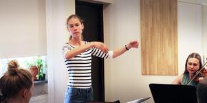 Anna Risberg är violinpedagogen som leder Stråk för alla.