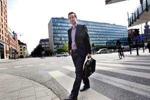 """""""Mycket i portföljen"""". Johan Crona, investeringsansvarig på Almi Invests fond för Östra Mellansverige, är på jakt efter företag med tillväxtmöjligheter att investera i."""