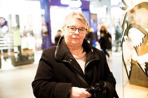 """Ann-Marie Antonsson, 71, pensionär från Rönninge: """"Nej jag spelar inte, jag ser ingen anledning till det, men ibland köper jag en lott"""""""