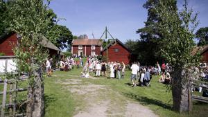 Abramhamsgården i Medåker är en av alla platser du kan fira midsommar på.
