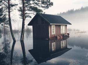 Motivet, en bastu vid Ammerån i höjd med i Selsålandet i Ragunda kommun. Just nu sägs vattnet vara 1,5 högre än normalt.Foto: Kenth Raffolt
