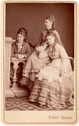Systrarna Adelborg.
