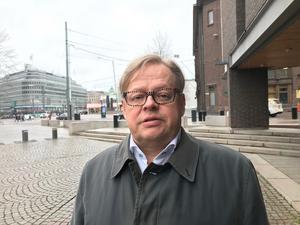Juhana Vartiainen tycker att Sverige borde låna den mer pragmatiska finska modellen  när regeringar bildas.