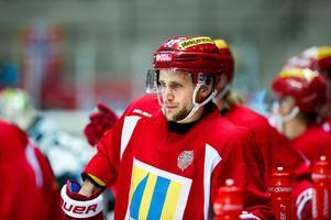 Foto: Robbin Norgren/Bildbyrån. Oscar Hedman tvingades lämna isen efter  redan en period.