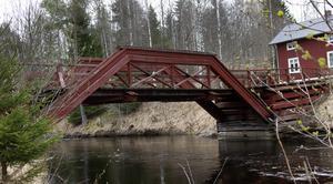 Subbackbron är en av tre broar över Svågan som är så kallade spännverksbroar med brobanor i trä.