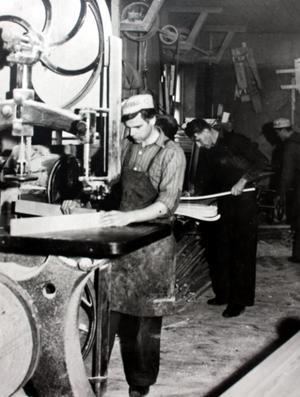 Både Alfred och Bertil Lidén ritade och tillverkade möbler. Först i Skomsarby och från 1914 i Säter. Foto: Privat