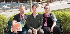 Joakim Rindå, Kristoffer Berglund och Alexandra Loonin är några av de drivande i Motström - Nätverket för icke-urban scenkonst. De vill utmana den urbana normen och tycker att scenkonst ska kunna blomstra överallt.