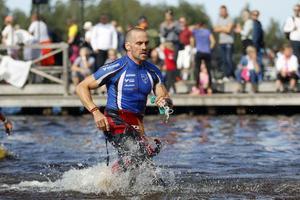 John Mellbin, IFK Sala, sprang den sista biten av simloppet.
