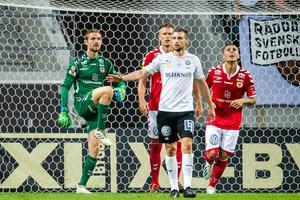 Kalmars målvakt Lucas Hägg-Johansson deppar efter Carlos Strandberg skjutit 1–0 på straff.   Foto: Bildbyrån