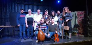 Kareem Hanti (foto), George Armala (foto), Fouad Afram (skådespelare), George Said (regissör och skådespelare), Sara Afram (skådespelare), Mark Chahine (bakgrundsmusik) och Abdo Mardini (skådespelare). Längst fram: Bassam Khantarashian (oud) och Antranik Khantarashian (violin).