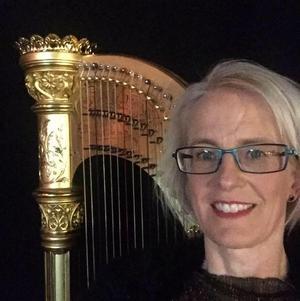 Clara Heinemann spelar harpa i Gustafs kyrka på söndag.Foto: Privat
