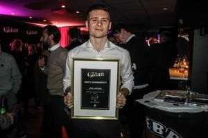 Jake Larsson vann NA:s pris för Årets genombrott i ÖSK.