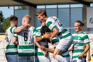 VSK firar tredje segern för säsongen - den första på hemmaplan. FOTO: Bildbyrån