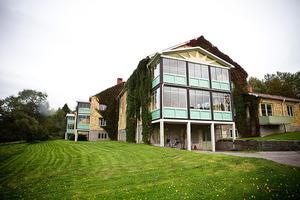 I de befintliga byggnaderna har Leif-Ivan Karlsson planerat för ett 40-tal bostadsrätter.