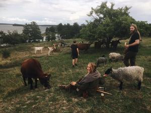 Under inspelning av filmen.  Moa Enqvist Stefansdotter och  producent Faravid af Ugglas. Foto: Rasmus Tirzitis