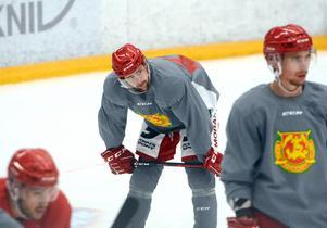 Oskar Svanlund pustar ut lite under måndagens träning.