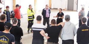 Gun Kristin Storensten på transportprogrammet i Sveg berättar om utbildningen i maskinhallen på skolan, gamla sågen i Sveg.