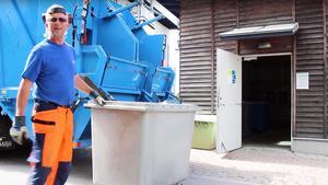 Filmen om hur det går till när Vafab Miljö hämtar sopor har blivit viral. Bild: Vafab Miljö/Skärmdump från Youtube