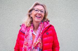 Marie Mian kommer ursprungligen från Edsbyn där hon är född och uppvuxen. I dag pendlar hon mellan Stockholm och Mora.