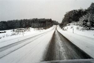 En vinterväg - någonstans i Sverige. Foto: Pontus Lundah, Scanpix.