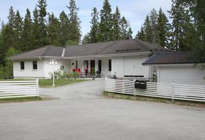 Det här huset på Hantverkaregatan i Örnsköldsvik såldes för 3 870 000 kronor. Bild: Skandiamäklarna
