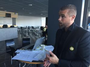 Johan Stark, klubbdirektör i Brynäs, tar krafttag mot den ekonomiska situationen.