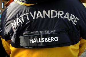 Genom åren har det  ordnats nattvandringar till och från i Hallsberg. I sitt nya medborgarlöfte har Polisen och kommunen satt på pränt att de tillsammans ska genomföra trygghetsvandringar.