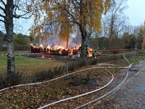 Räddningstjänst från Krokom och Östersund fanns på plats för att bekämpa elden. Östersund kunde senare lämna platsen medan Krokom stannade kvar.