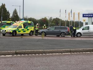 Olyckan inträffade i Bergsnäsrondellen i Avesta på fredagsförmiddagen.