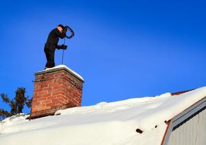 Sotare måste ha dåligt med inkomster när man lägger en brandsyn på den snörikaste vintern på 75 år, skriver insändarskribenten.