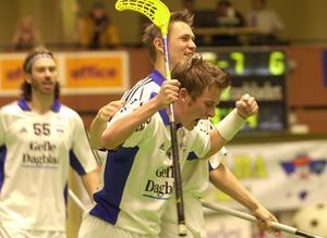 Mattias Lindberg jublar i ett derby mot GGIK. Foto: Arkiv