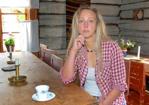 """Tin Gumuns tilldelades år 2015 Rättviks kommuns kulturpris och i moterveringen beskrivs hon som """"en fantastisk eldsjäl som med sin enorma kämparglöd jobbar med att bevara och förvalta Karl-Tövåsens fäbod för att framtida generationer skall få ta del av vårt kulturarv, fäbodlivet."""""""