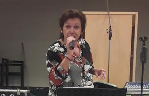 Margareta Thimper underhåller.