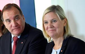 Finansminister Magdalena Andersson deklarerar numera att det får bli ett slut på svängdörrarna till Sverige för invandrare. Foto: Pontus Lundahl