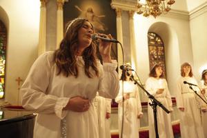 Linda Jonsson sjöng I väntan på julen.