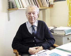 Heikki Lirberg har hunnit med en del i sitt 100–åriga liv. Bland annat har han varit ordförande i föreningen för Finska krigsveteraner.