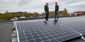 Niklas Faltz och Karl Samuelsson siktar även mot nästa år då fem nya miljoner ska satsas på solceller på befintliga byggnader.