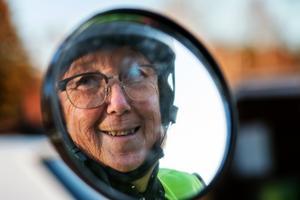 Det är så ljuvligt när man åker moped en sommarkväll, säger Karin Söderkvist och önskar att fler fick uppleva den känslan.