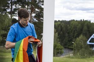 Det var bara en vecka sedan som Järvsö Pride gav Färila hembygdsförening och Färilarådet flaggor att hänga upp.