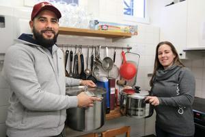 Felipe Santibanez, som är kock till utbildningen, ska basa i köket och Reka Santibanez kommer att stå för serveringen och administrationen.