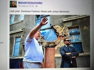 Johan Bäckman (i vitt) är ökänd finländare. Ochsenreiter i solglasögon.