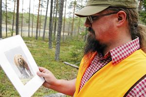 Fredrik Bäck i Los har matat fåglar i vinter för att locka björnar till sin tomt.
