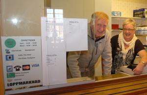 Åsens Servicepunkt håller till i Åsens Baptistkapell, gamla Soldathemmet, och ska ge folket i byarna runt Åsen bättre service. Här är Sune Rytter och Barbro Gyris beredda att ge service till bybor och turister.