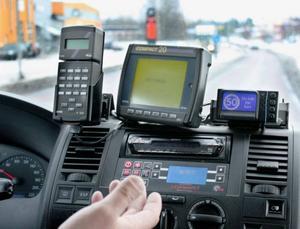 Två av Gävle Taxis bilar har GPS-baserat Isa-stöd. En display på instrumentpanelen visar fartgränsen och börjar pipa om föraren överskrider den. På sikt ska samtliga bilar förses med utrustningen.